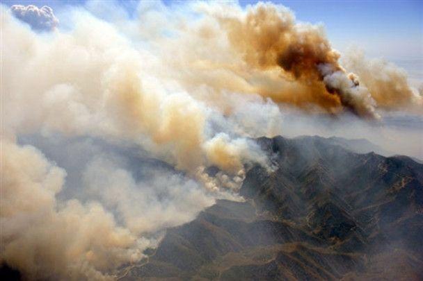 В Каліфорнії вогнем охоплено 500 квадратних кілометрів території