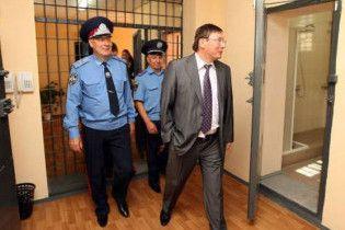 Луценко продовжив чистки в міліції