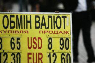 Нацбанк прогнозує, що через рік долар коштуватиме 8,3 грн