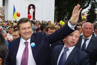 Янукович пообіцяв Мєдвєдєву помирити Україну з Росією