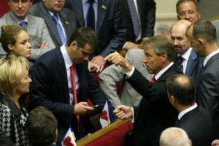 БЮТ: Партія регіонів скуповує депутатів для нової коаліції