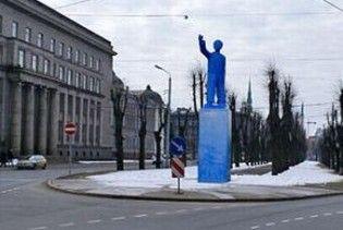 """У центрі Риги з'явився """"надувний Ленін"""""""