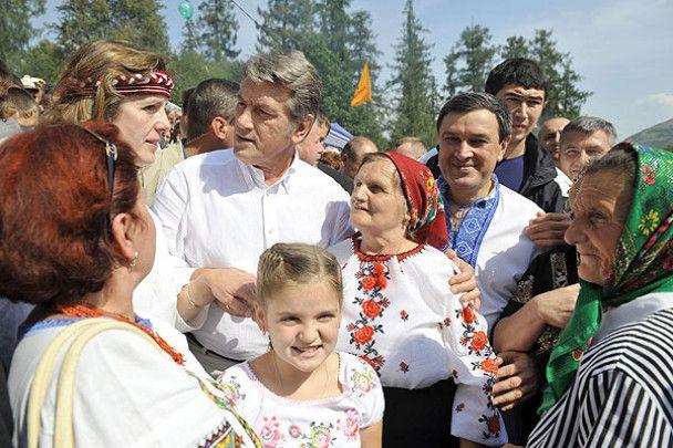 """Ющенко відкрив ярмарку """"Гуцульська бринза"""""""