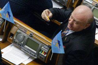 """З фракції ПР вигнали депутата, який """"заважав дерибанити Крим"""""""