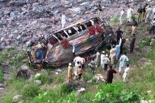 38 людей загинули через аварію автобуса в Пакистані