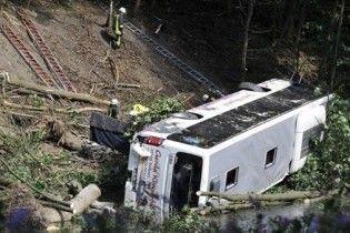 У Німеччині пасажирський автобус упав у прірву: 5 загиблих