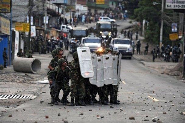 У Гондурасі тривають зіткнення поліції з прихильниками президента Селайї