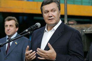 Янукович вимагає від Тимошенко поступитися йому дорогою