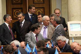 БЮТ скаржиться, що Партія регіонів підкуповує депутатів ковбасою