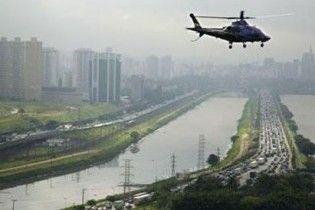 У Бразилії вертоліт упав на парковку супермаркета