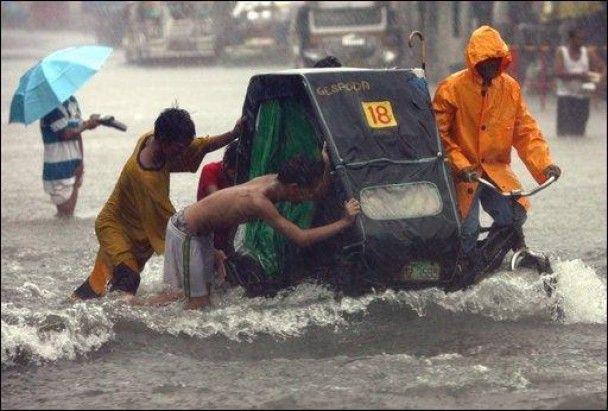 Повінь паралізувала Філіппінські острови