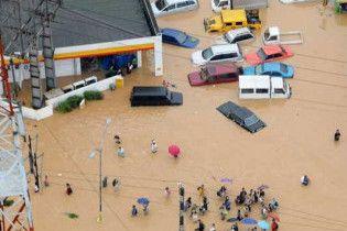 На Філіппіни обрушився другий тайфун