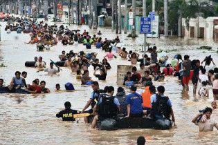 Число загиблих на Філіппінах від удару тайфуну досягло 240 людей