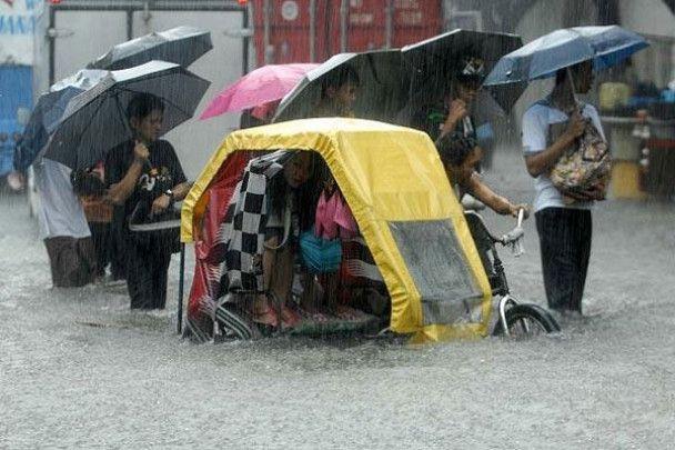 Жертвами тайфуну в Азії стали 360 людей