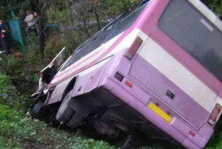 На Львівщині жигулі протаранили пасажирський автобус