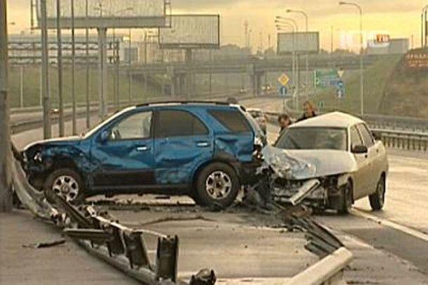 У Петербурзі зіткнулися три десятки машин
