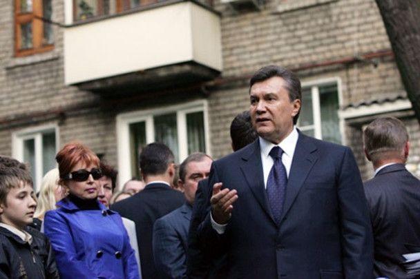 """Янукович приїжджав до Макіївки """"поглянути людям в очі і звірити годинник"""""""