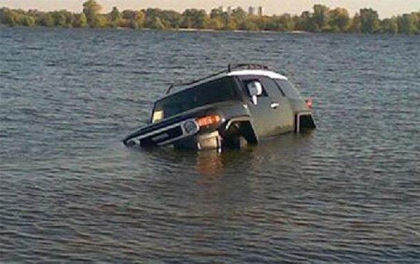 """Результат пошуку зображень за запитом """"втопив джип у річці"""""""