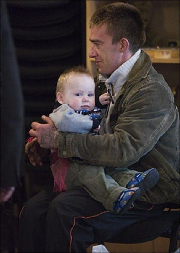 Батько українського хлопчика просить Елтона Джона і його забрати