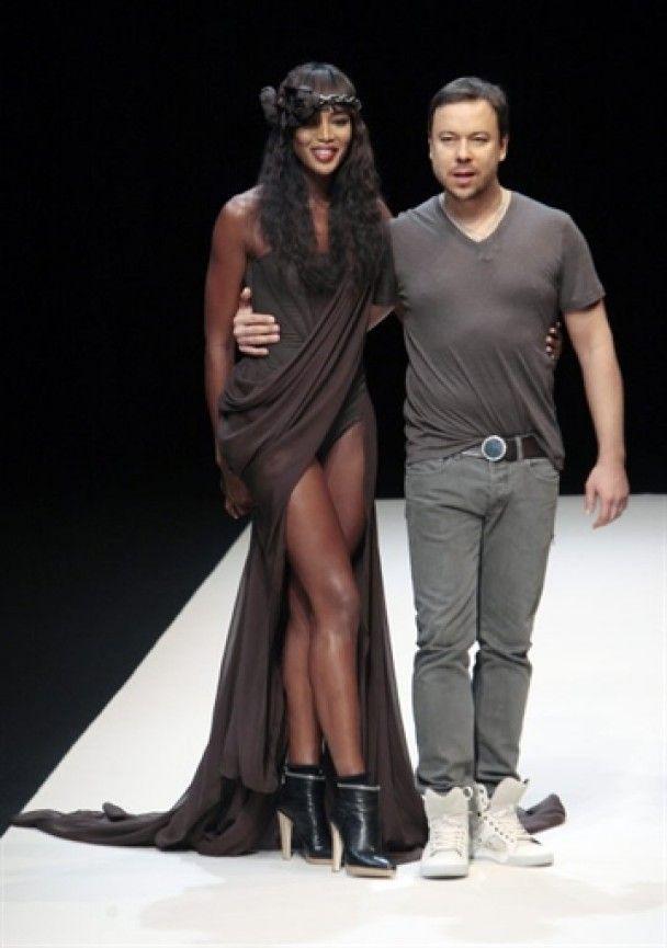 Заради російського модельєра Наомі Кемпбелл оголила груди