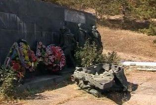 Вандали розгромили пам'ятник радянським солдатам у Севастополі