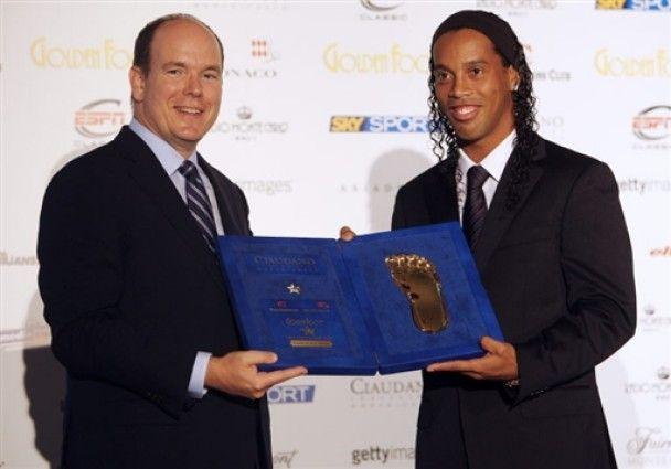 Роналдіньйо та Блохін отримали Golden Foot-2009