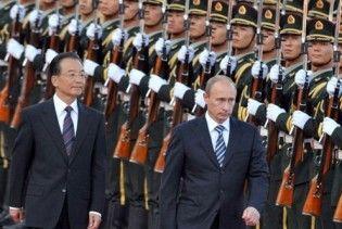 Путіна в Китаї зустріли залпами гармат