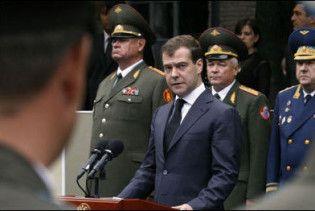 Мєдвєдєв вимагає права одноосібно відправляти війська за кордон