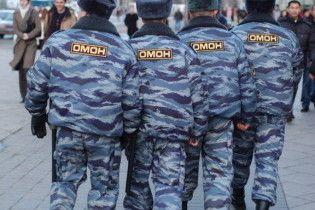 У російському опозиційному журналі проведуть обшук через статтю про ОМОН