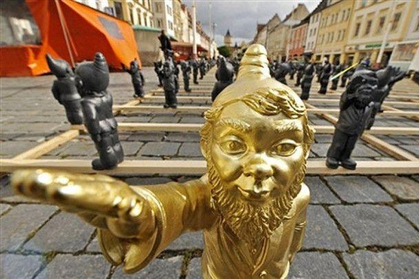Гноми-нацисти окупували німецьке місто