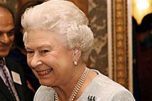 Британська королева вперше скасувала різдвяну вечірку через брак коштів