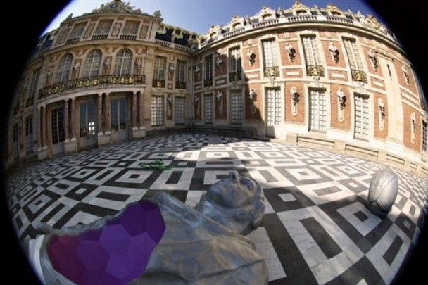 Житель Британії перетворив свою квартиру в Версаль