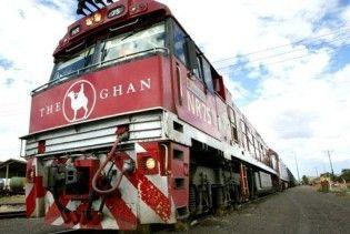 В Австралії корова збила туристичний потяг