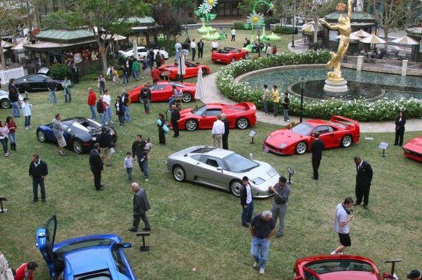 На шоу автоекзотики зібралися найшвидші суперкари світу