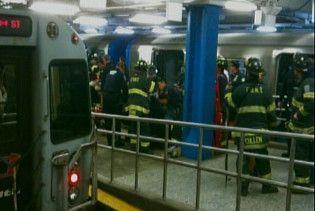 У Нью-Йорку пасажирський потяг врізався у стіну