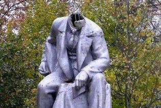 Пам'ятнику Леніна в Петербурзі відрізали голову