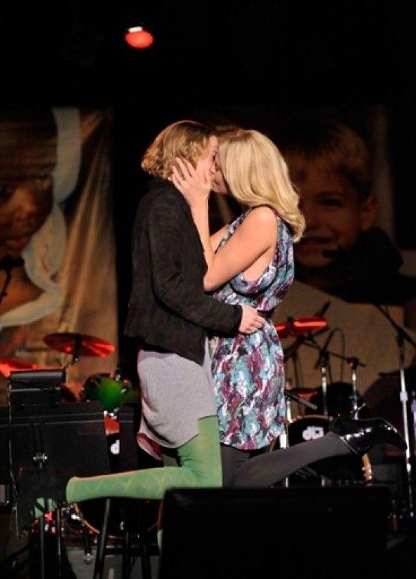 Шарліз Терон продала свій поцілунок жінці за 140 тисяч