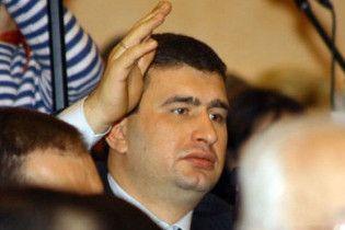 """В Одесі закидали яйцями лідера партії """"Родина"""" Маркова"""