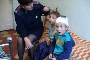 Луганчанин з виховною метою вибив трирічній доньці око