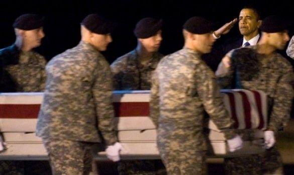 Обама зустрічає труни військових