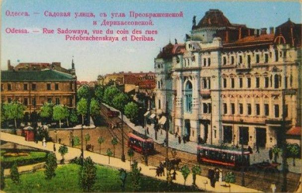 У центрі Одеси пожежа охопила будівлю-пам'ятник Будинок Руссова