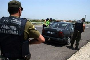 Циган втік від грецьких прикордонників на їхньому джипі