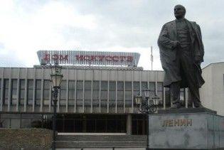 Пам'ятник Леніну в Калінінграді залили помаранчевою фарбою