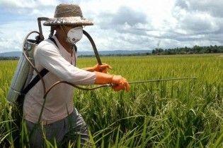 Із Прикарпаття вивозять пестициди до Швеції