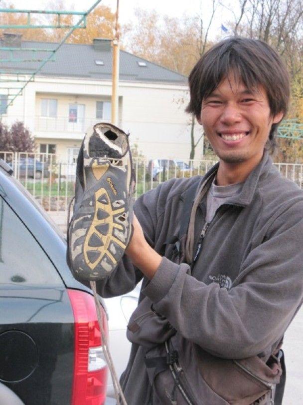 Мандрівник з Японії пройшов 9000 кілометрів і добрався до України