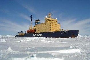 Біля берегів Антарктиди застряг криголам з туристами