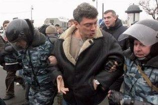 Міліція затримала Нємцова під час спроби звільнити Лімонова