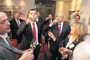 Президента Сербії судитимуть за розпивання шампанського на стадіоні