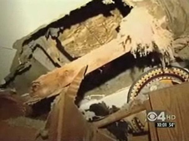 У США на приватний будинок впала з неба крижана брила