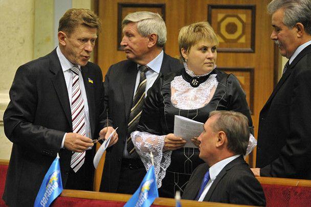 Депутати ВР побились через краватку